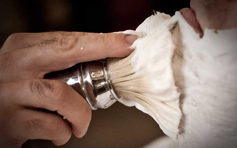 how to use a safety razor to shave